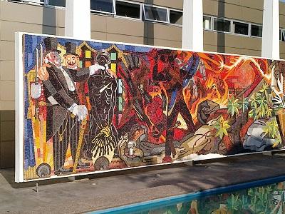 Daños. En la parte inferior se aprecian daños en el mural.