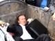 VIDEO. Ciudadanos en Ucrania lanzan a diputado a la basura
