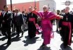 """""""Si avalan bodas gay, después habrá matrimonios entre perritos"""": Obispo"""