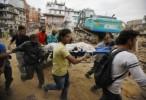 Cientos de muertos, avalanchas y destrucción tras sismo en Nepal