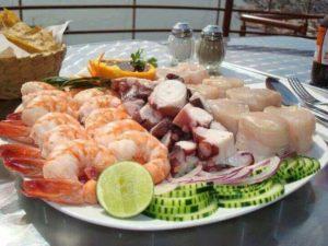 mariscos mixtos camarón pulpo y callos de hacha