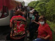 STASE | Sujetos armados detienen autobús con trabajadores que iban a la elección en Mazatlán