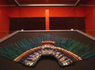 Se descarta que el penacho de Moctezuma regrese pronto a México