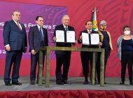 AMLO decretó reducción de IVA, ISR y precio de las gasolinas en las fronteras