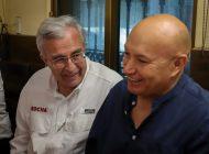 El beisbolista Juan José Pacho se pone la casaca de Rubén Rocha Moya