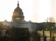 Embisten con automóvil a POLICÍAS del Capitolio, blindan el emblemático lugar