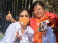 La Gaby Torres mantiene contacto con la ciudadanía del Distrito 15